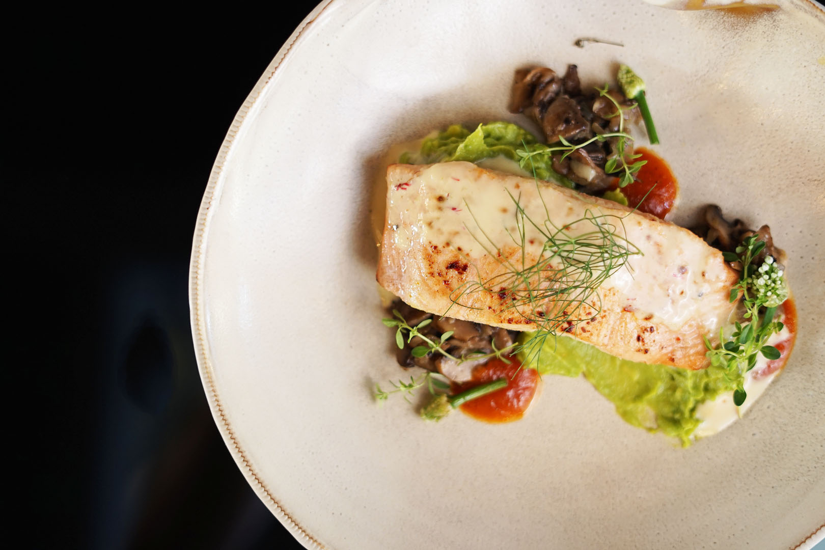 GRILLED SALMON WITH GUACAMOLE & SAFRON SAUCE